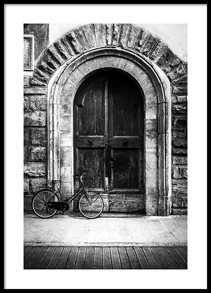 Bike and Arched Door Plakat i gruppen Plakater / Sort-hvid hos Desenio AB (13263)